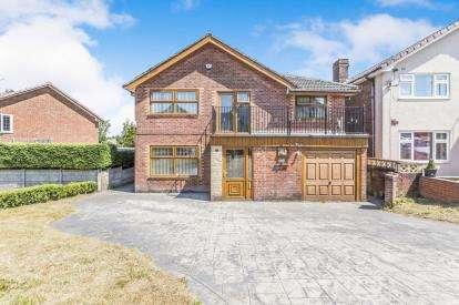 6 Bedrooms Detached House for sale in Goodshaw Avenue, Blackburn, Lancashire, BB1