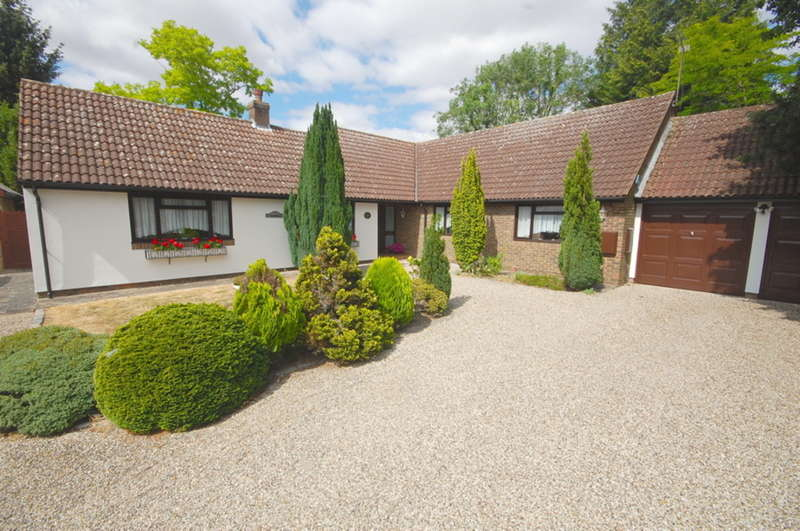 4 Bedrooms Bungalow for sale in Church Lane, Old Springfield, Chelmsford, CM1