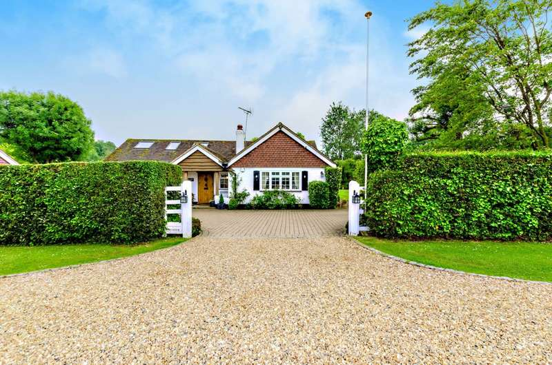 5 Bedrooms House for sale in Pennypot Lane, Chobham, GU24