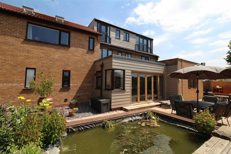 5 Bedrooms Detached House for sale in Whiteacres, Whittlesey, Peterborough