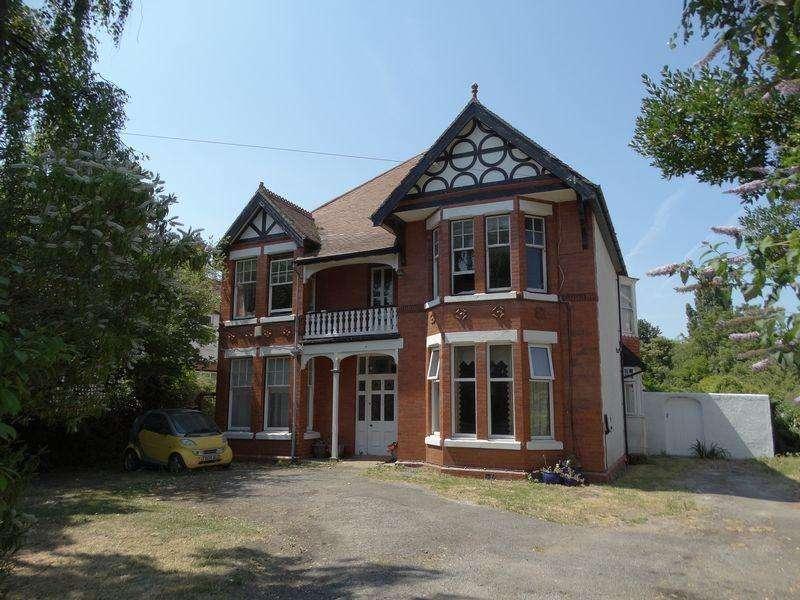 4 Bedrooms Detached House for sale in Kings Road, Colwyn Bay