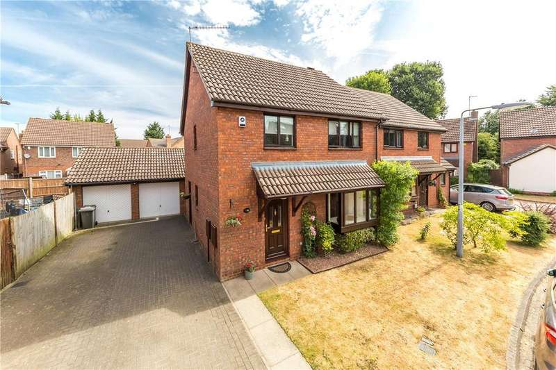 3 Bedrooms Detached House for sale in Holly Farm Close, Caddington, Luton, Bedfordshire