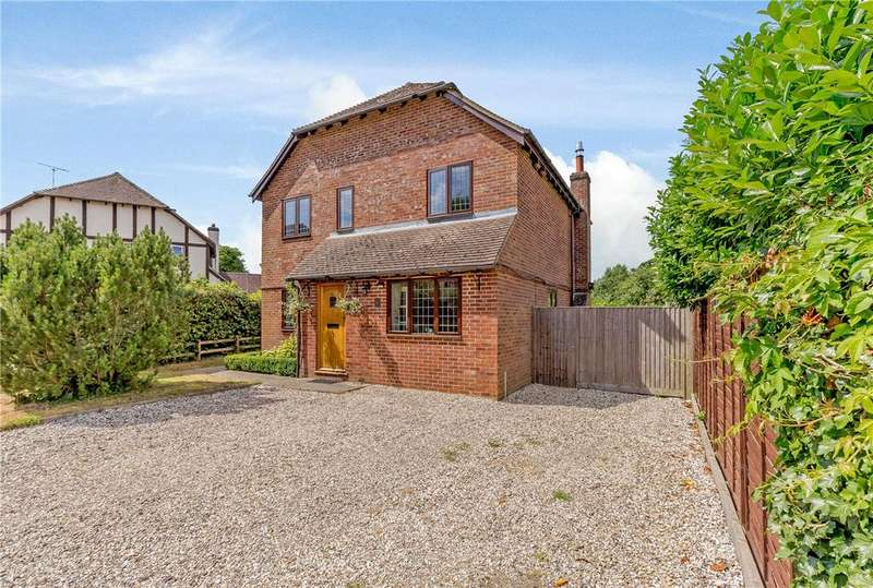 4 Bedrooms Detached House for sale in Mead Close, Peasemore, Newbury, Berkshire, RG20