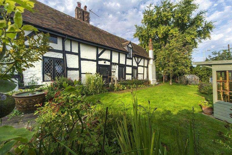 4 Bedrooms Detached House for sale in Hilton, Bridgnorth