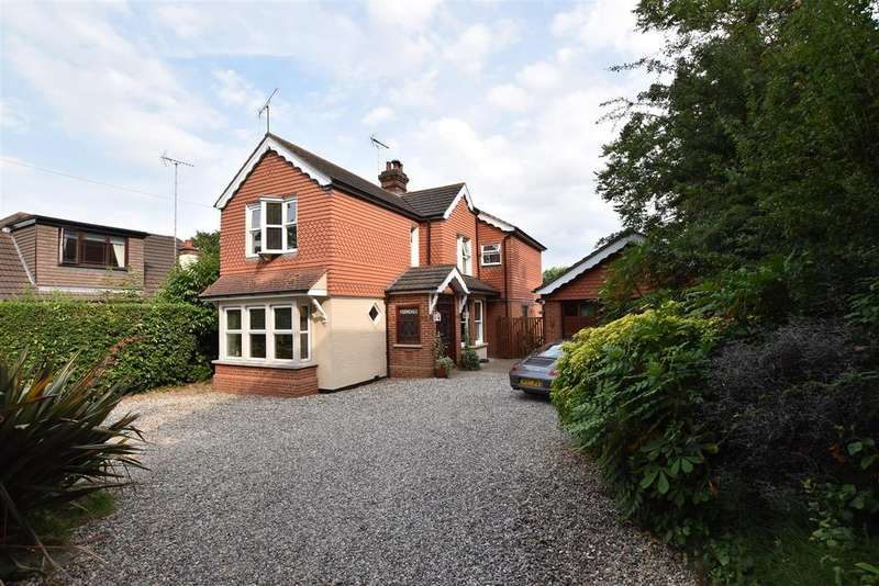 4 Bedrooms Detached House for sale in Stile Lane, Rayleigh