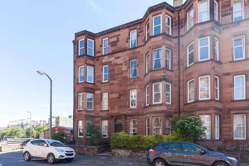 2 Bedrooms Ground Flat for sale in Piershill Terrace, Piershill, Edinburgh, EH8 7ES