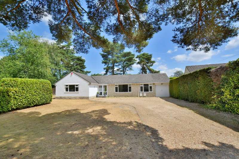 4 Bedrooms Detached Bungalow for sale in Winnards Close, West Parley