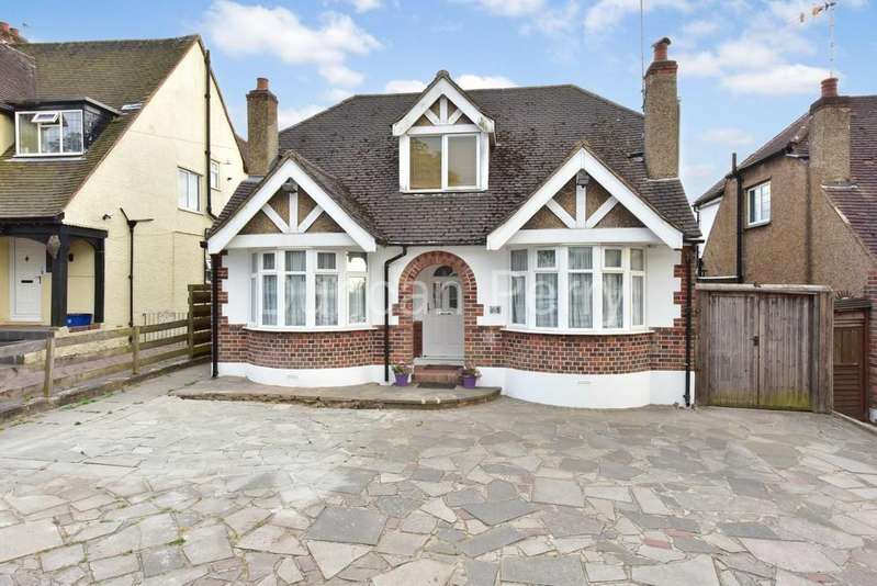 4 Bedrooms Detached House for sale in The Walk, Potters Bar