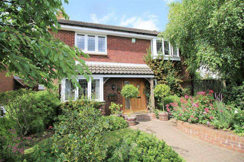4 Bedrooms Detached House for sale in Oakley