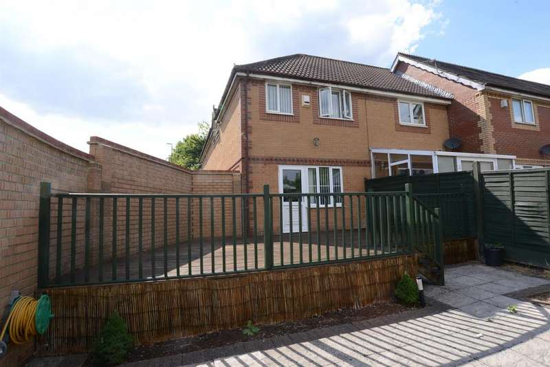 3 Bedrooms Terraced House for sale in Hoylake Drive, Warmley, Bristol, BS30 8GS
