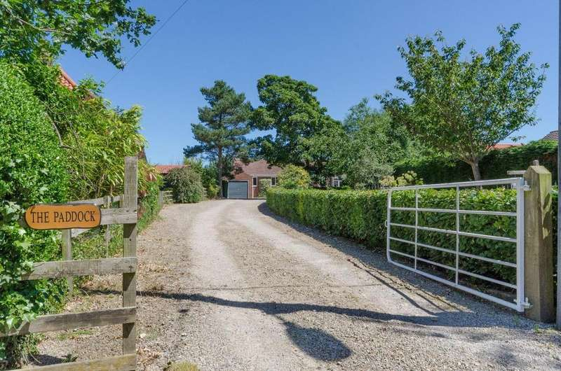 5 Bedrooms Detached Bungalow for sale in The Green, Roecliffe, Boroughbridge