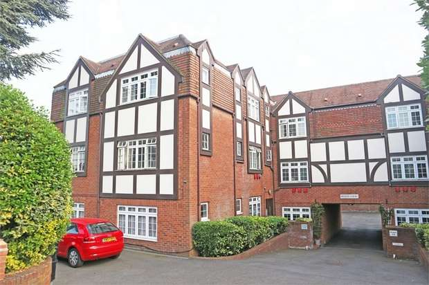 2 Bedrooms Flat for sale in 25 Conway Road, London