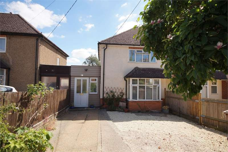 3 Bedrooms Semi Detached House for sale in Meadow Road, Earley, READING, Berkshire