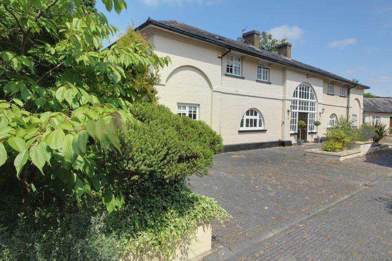 3 Bedrooms Terraced House for sale in Tolmers Mews, Newgate Street Village