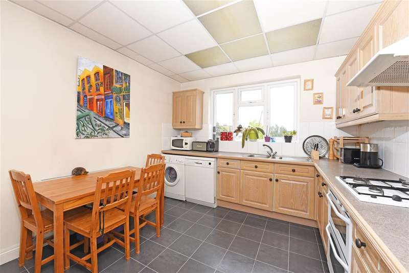 2 Bedrooms Apartment Flat for sale in Approach Road, Raynes Park