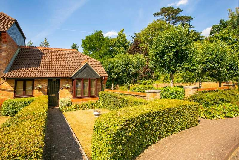 2 Bedrooms Bungalow for sale in Stanbury Gate, Spencers Wood, Reading