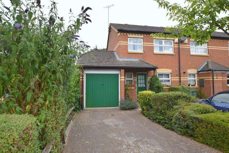 3 Bedrooms Semi Detached House for sale in Old Brewery Close, Aylesbury