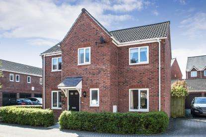 3 Bedrooms Detached House for sale in Mildenhall Way, Kingsway, Gloucester, Gloucestershire