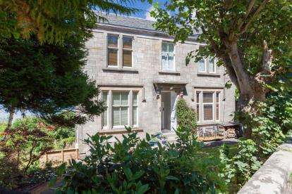 4 Bedrooms Flat for sale in Victoria Road, Gourock