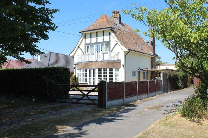 4 Bedrooms Detached House for sale in Main Road, Great Holland, Frinton-On-Sea