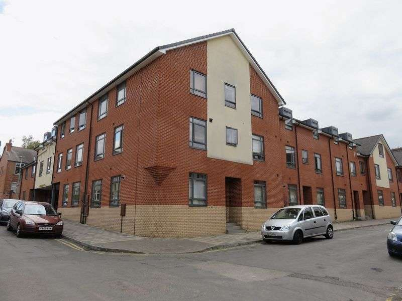 2 Bedrooms Property for sale in  Fleetwood Court, Clarendon Park, Leicester