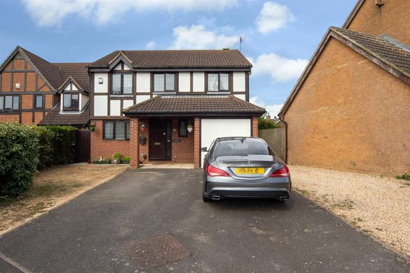 4 Bedrooms Detached House for sale in Rose Walk, Toddington, Dunstable
