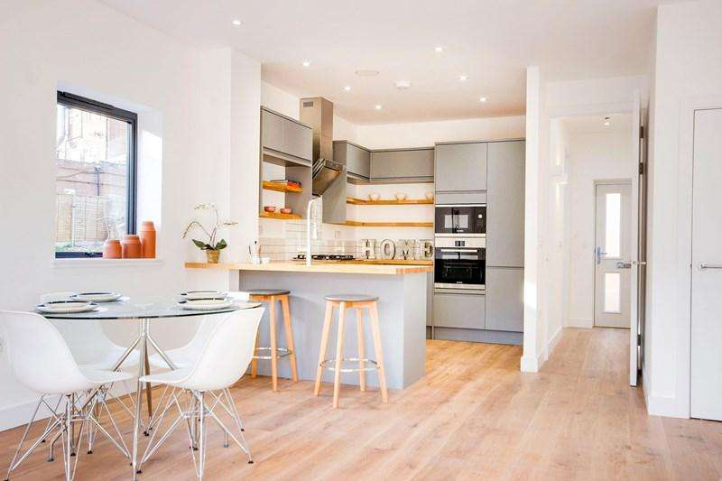 2 Bedrooms Semi Detached House for sale in Brownlow Road, London