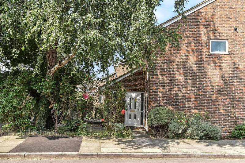 2 Bedrooms Semi Detached House for sale in Aspen Close, Ealing