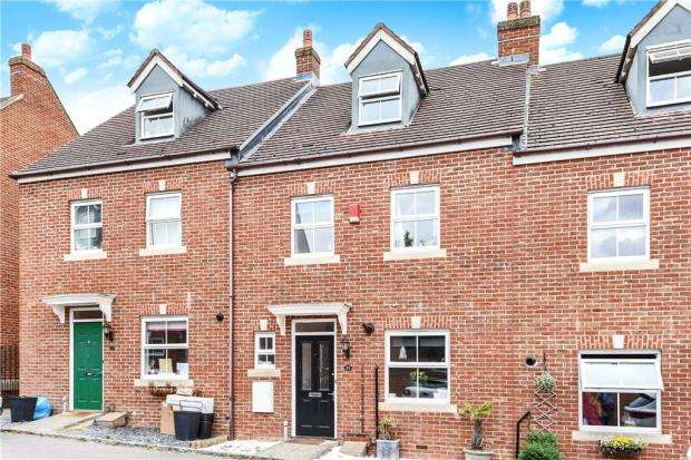 4 Bedrooms Terraced House for sale in Kingfisher Grove, Three Mile Cross, Reading
