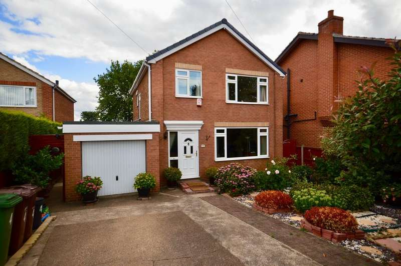 4 Bedrooms Detached House for sale in Fairfield Gardens, Ossett, West Yorkshire