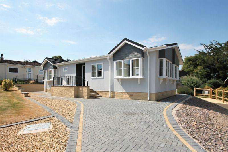 2 Bedrooms Detached Bungalow for sale in Cheltenham Road, Cirencester, Gloucestershire.