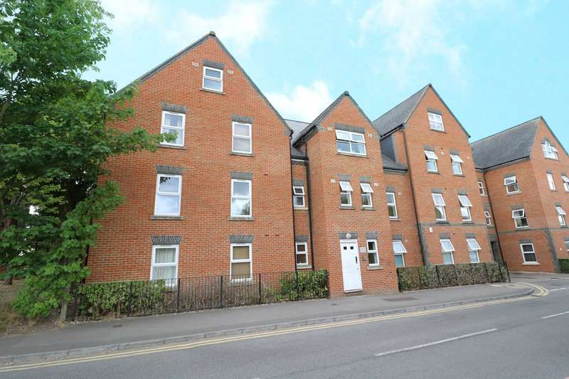 1 Bedroom Apartment Flat for sale in Heath Hill Road South, Crowthorne, Berkshire, RG45