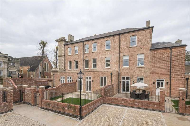4 Bedrooms Mews House for sale in Northgate Street, Warwick, CV34