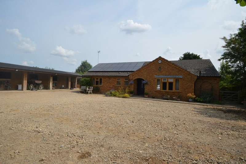 3 Bedrooms Detached Bungalow for sale in Wisbech Road, Outwell