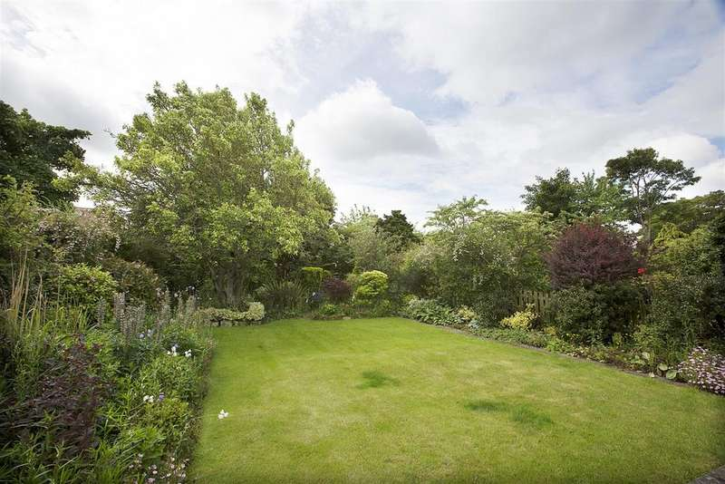 4 Bedrooms Semi Detached House for sale in Swarland Avenue, Newcastle Upon Tyne