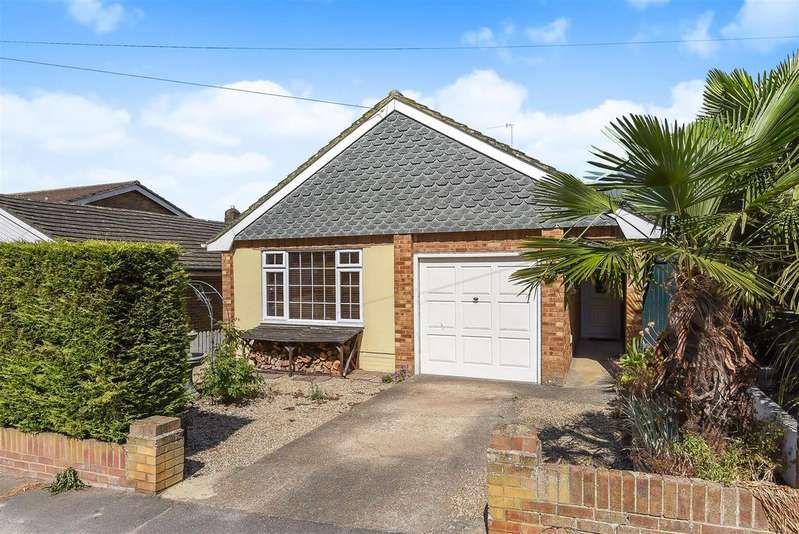 3 Bedrooms Detached Bungalow for sale in Cantercrow Hill, Newhaven