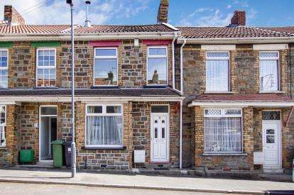 2 Bedrooms Terraced House for sale in Forest Road, Kingswood, Bristol, Gloucestershire