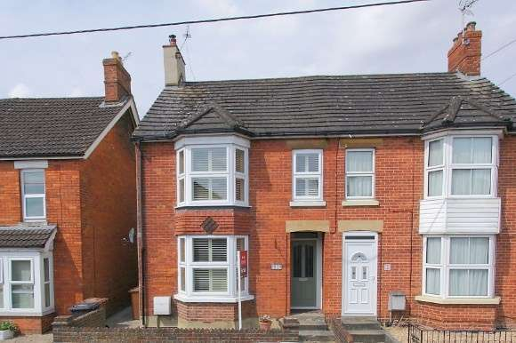 4 Bedrooms Semi Detached House for sale in Millway Road, Andover