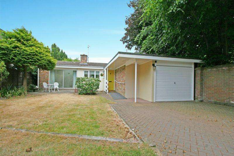 3 Bedrooms Detached Bungalow for sale in Kingsway Mews, Farnham Common, Buckinghamshire SL2