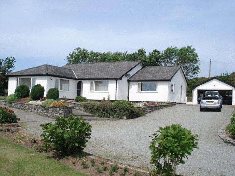 3 Bedrooms Detached Bungalow for sale in Newborough, Anglesey