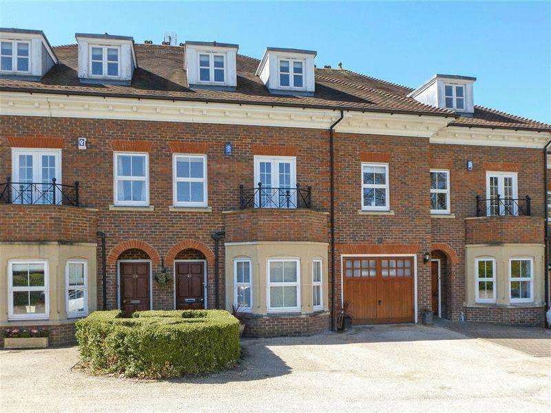 5 Bedrooms Terraced House for sale in Regents Drive, Repton Park, Woodford Green, IG8