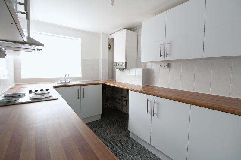 2 Bedrooms Flat for sale in Large Two Bed on Bonnick Close, Luton