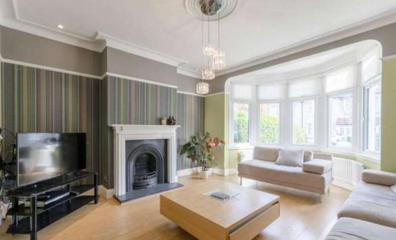 4 Bedrooms End Of Terrace House for sale in Glenwood Gardens, Gants hill