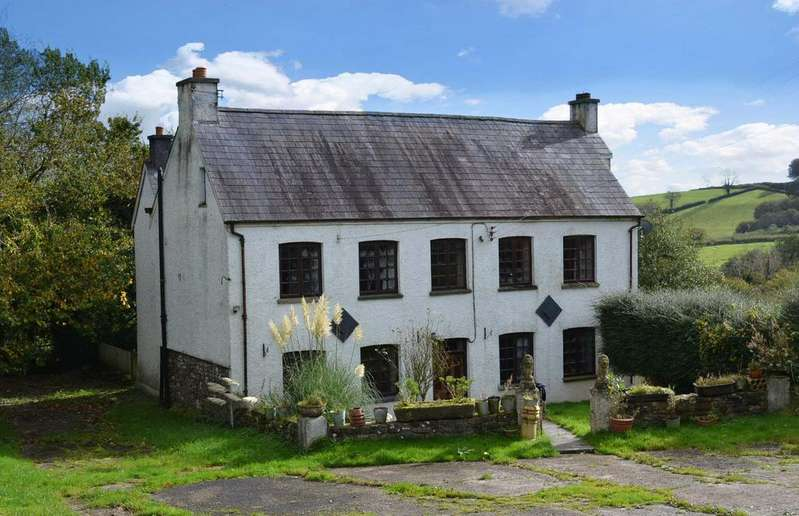 6 Bedrooms Detached House for sale in Carmarthen CARMARTHENSHIRE