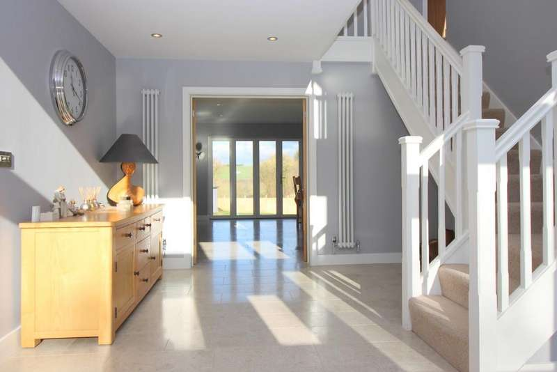 5 Bedrooms Detached House for sale in Petersfield Road, Ropley, Alresford