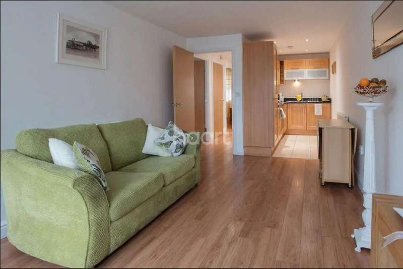 2 Bedrooms Flat for sale in The Cloisters, Lincoln