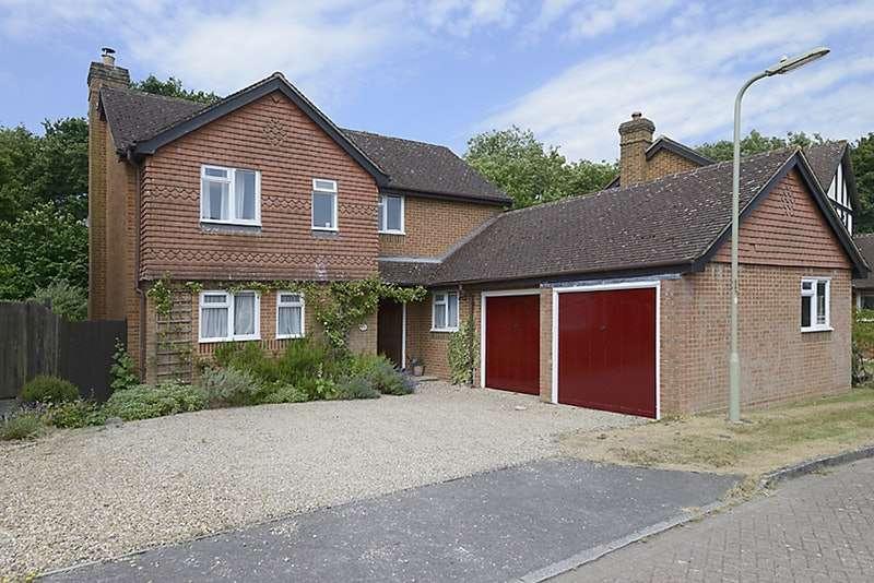 4 Bedrooms Detached House for sale in Du Maurier Close, Fleet, Hampshire, GU52