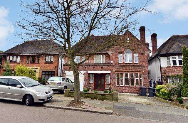 5 Bedrooms Detached House for sale in Haslemere Gardens, Finchley, London