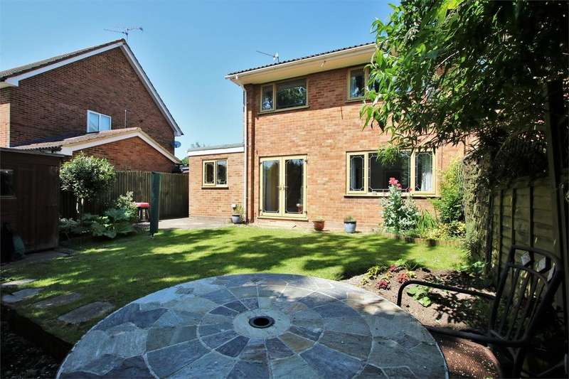 3 Bedrooms Semi Detached House for sale in Charwood Road, WOKINGHAM, Berkshire
