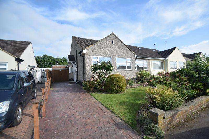 2 Bedrooms Semi Detached Bungalow for sale in The Furrows, Luton